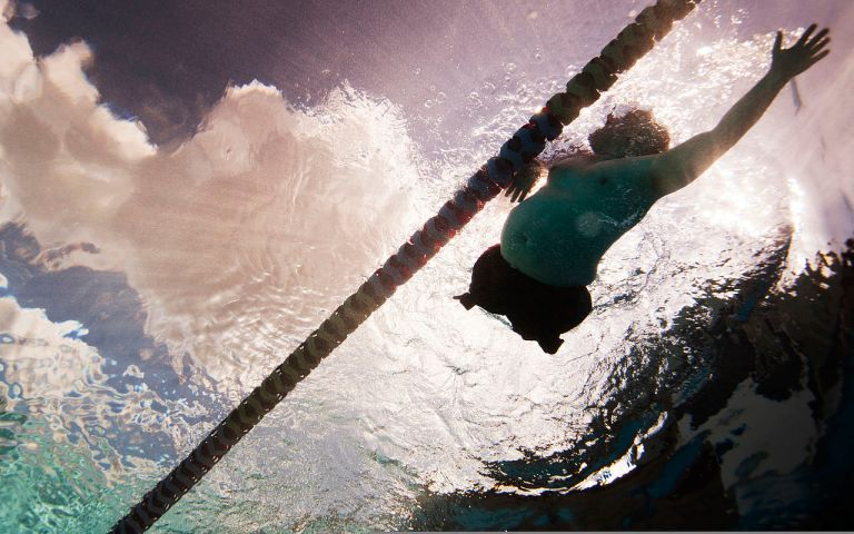 Chuck_Sketch,_a_Wounded_Warrior_with_the_veteran_swim_team,_swims_laps_during_a_practice_session_120214-M-YO938-177