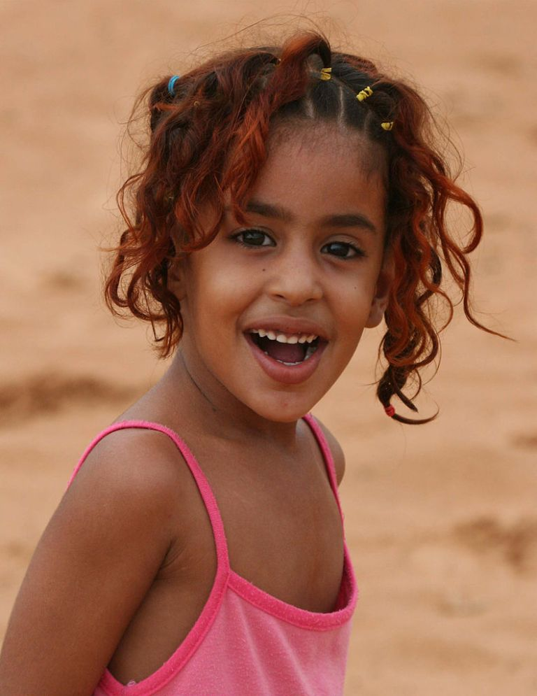 790px-Young_girl_in_Mauritania