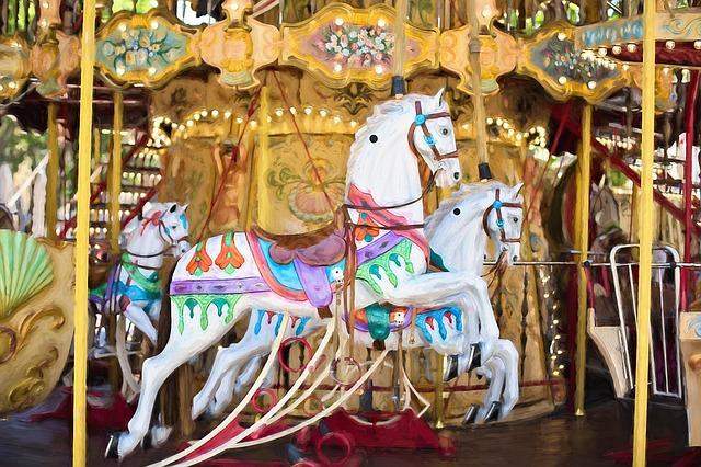 carousel-horses-1434079_640