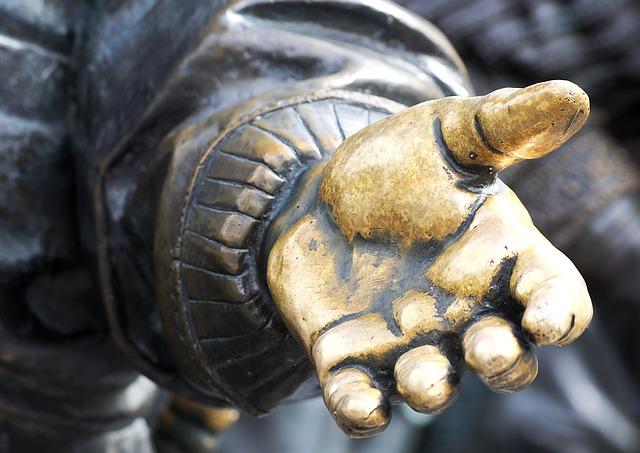 hand-2722236_640